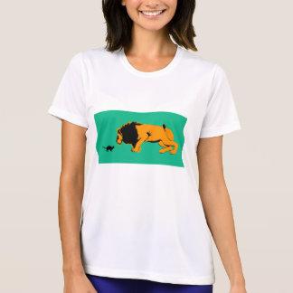 Camiseta Gato contra o leão pronto para lutar sobre ou