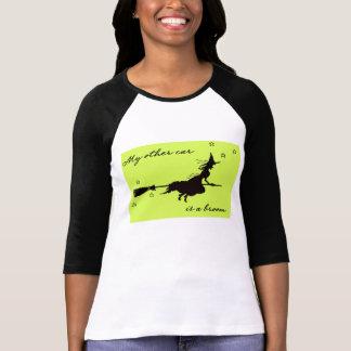 Camiseta Meu outro Cae é uma vassoura o Dia das Bruxas