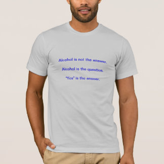 Camiseta O álcool não é a resposta. O álcool é o questi…