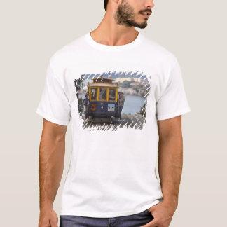 Camiseta O teleférico chugs acima da rua de Hyde em San