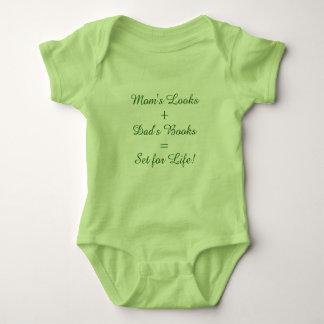 Camiseta Olhares da mãe + Os livros do pai = ajustaram-se