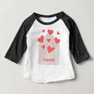 Camiseta Para Bebê Español um envelope com os corações que flutuam