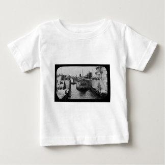 Camiseta Para Bebê Whalebacks em Soo trava a corrediça de lanterna