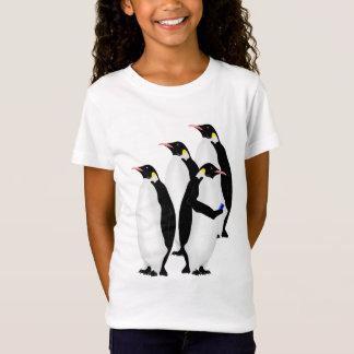 Camiseta Pinguim de imperador usando um telefone do