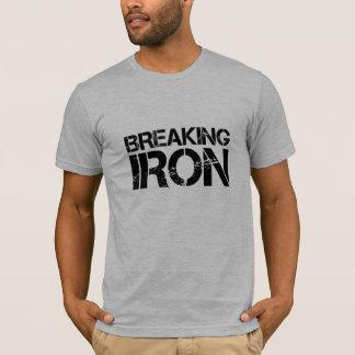 Camiseta quebrando o T do ferro