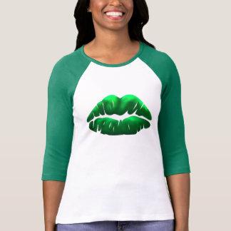 Camiseta Raglan das senhoras do beijo do verde do Dia de