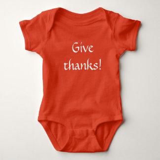Camisetas A acção de graças dá a obrigados a expressão