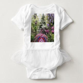 Camisetas A beleza das flores do jardim é um grande cenário
