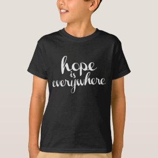 Camisetas A esperança está em toda parte - as cores escuras