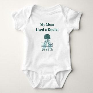 Camisetas Bebê de Doula uma parte