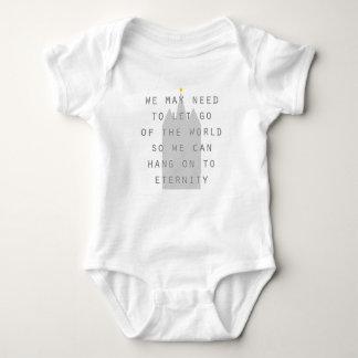 Camisetas deixado vá do mundo pendurar sobre aos lds da