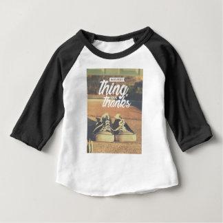 Camisetas Em tudo dê obrigados