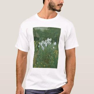 Camisetas Lírios de Madonna em um jardim
