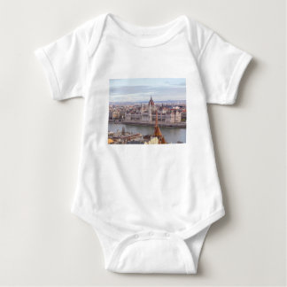 Camisetas O parlamento húngaro Budapest em o dia
