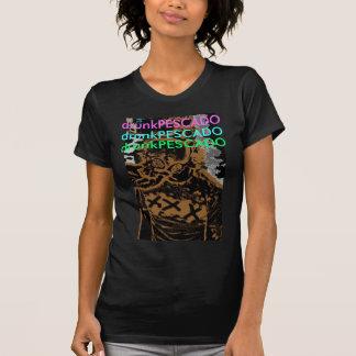 Camisetas O T das mulheres bêbedas de Pescado pelo design do