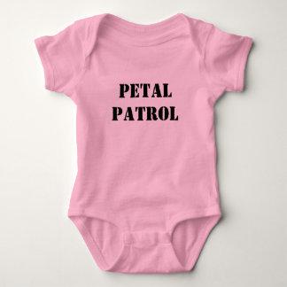 Camisetas Partido nupcial da patrulha da pétala do casamento