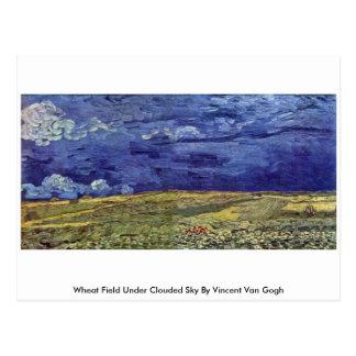 Campo de trigo sob o céu nublado por Vincent van G Cartão Postal