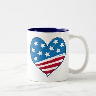 Caneca americana da bandeira do coração