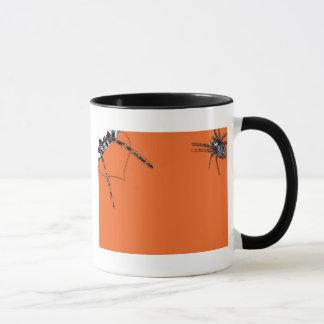 Caneca Aranha do Tarantula que rasteja na laranja do Dia