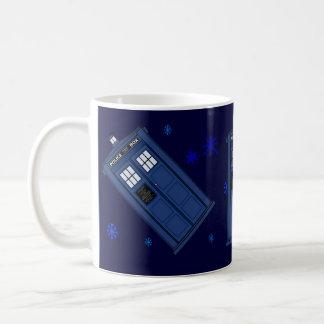 Caneca azul do geek da caixa de POLÍCIA