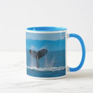 Caneca Cauda da baleia de Humpback, contra a baleação