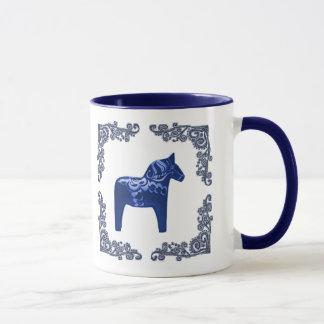 Caneca Cavalo de Dala do sueco com o rolo azul de Delft