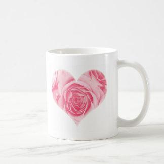 Caneca cor-de-rosa do dia das mães do coração cor-