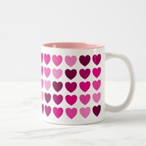 Caneca cor-de-rosa dos corações