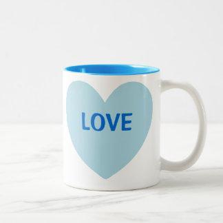 Caneca customizável do coração azul do amor