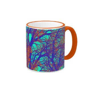 Caneca da árvore azul e alaranjada
