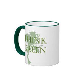 Caneca da árvore do pense verde