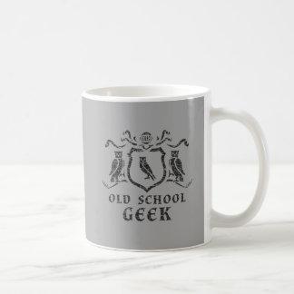 Caneca da coruja do geek da velha escola