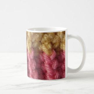 Caneca De Café A borda do crochet de um beanie