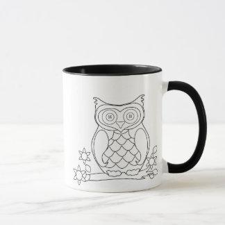 Caneca de café adulta da coruja da coloração do