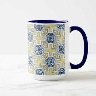Caneca de café amarela azul geométrica do azulejo