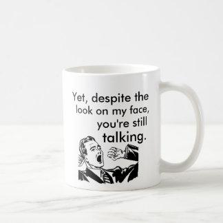 Caneca De Café Apesar do olhar em minha cara ainda que fala