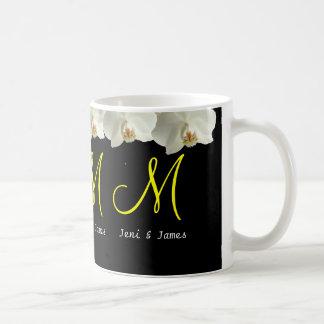 Caneca De Café As orquídeas brancas que Wedding o monograma