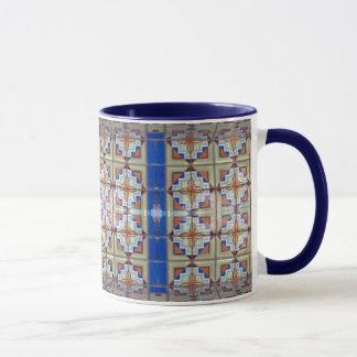 Caneca de café azul do azulejo