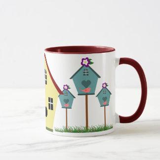 Caneca de café bonito dos Birdhouses do país