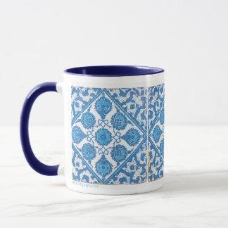 Caneca de café branca azul do azulejo do vintage