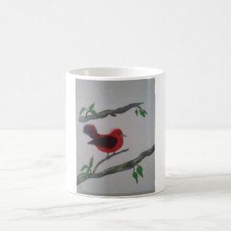Caneca De Café café ou chá com um pássaro vermelho bonito