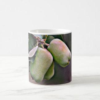 Caneca de café clássica das maçãs verdes