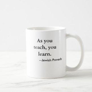 Caneca De Café Como você ensina, você aprende. , --Provérbio