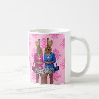 Caneca De Café Comprar indo das meninas engraçadas do coelho