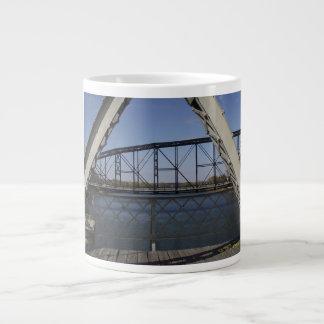 Caneca de café da ponte de suspensão