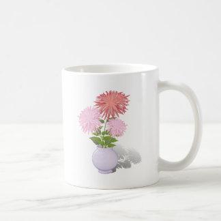 Caneca De Café Dálias das flores em um vaso