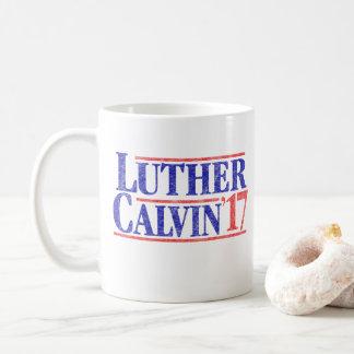 Caneca de café de Luther Calvin '17 do vintage da