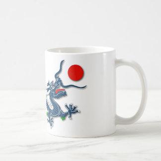 Caneca De Café Dragão azul chinês no branco