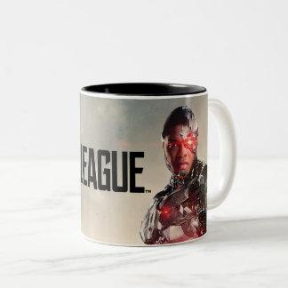Caneca De Café Em Dois Tons Cyborg da liga de justiça | no campo de batalha