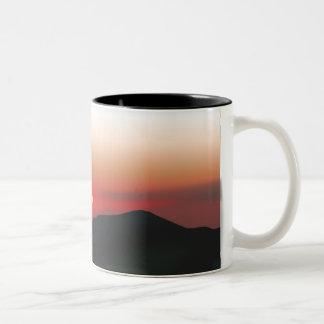 Caneca De Café Em Dois Tons Por do sol da montanha